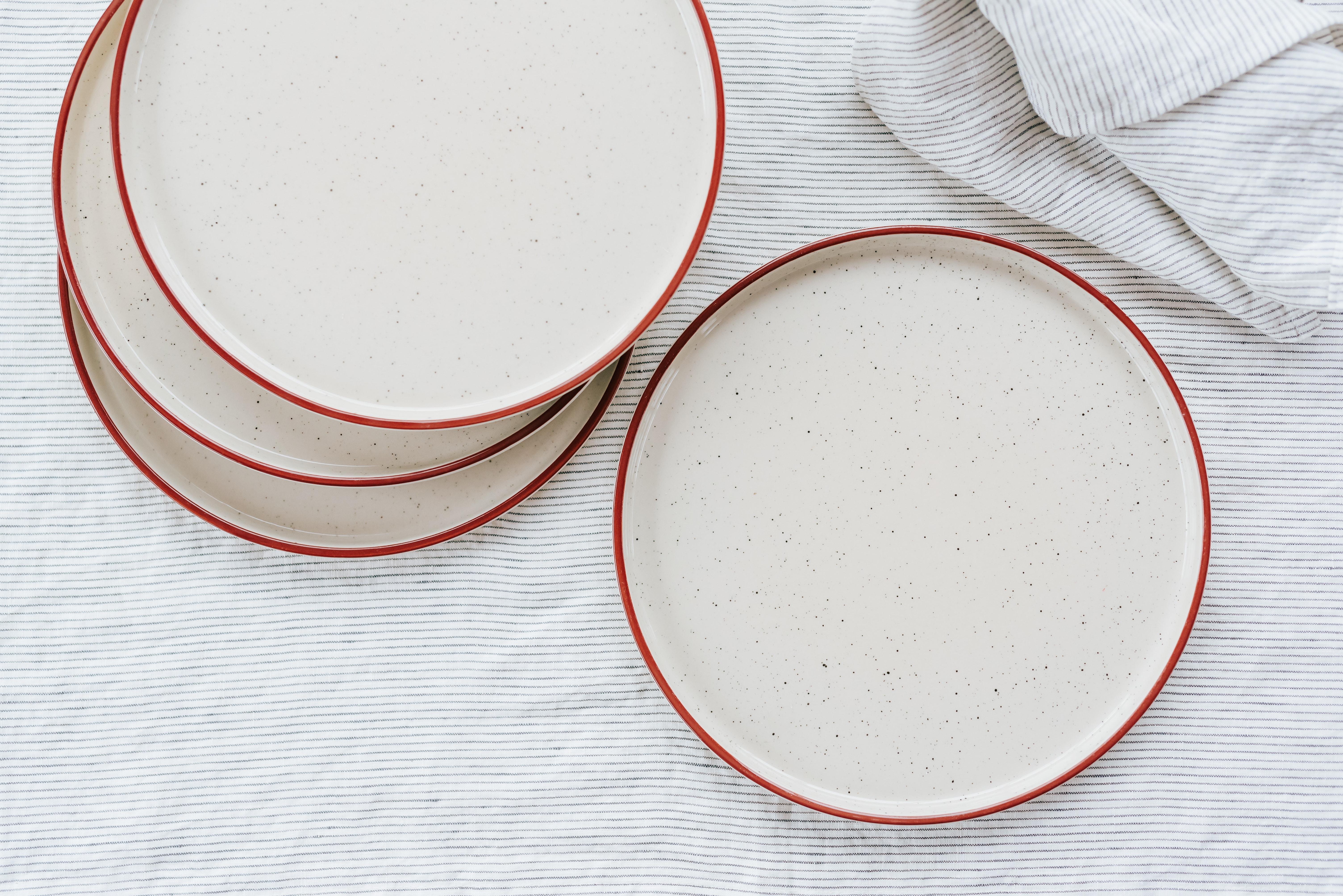lot 4 assiettes plates en grès terracotta hello blogzine x la