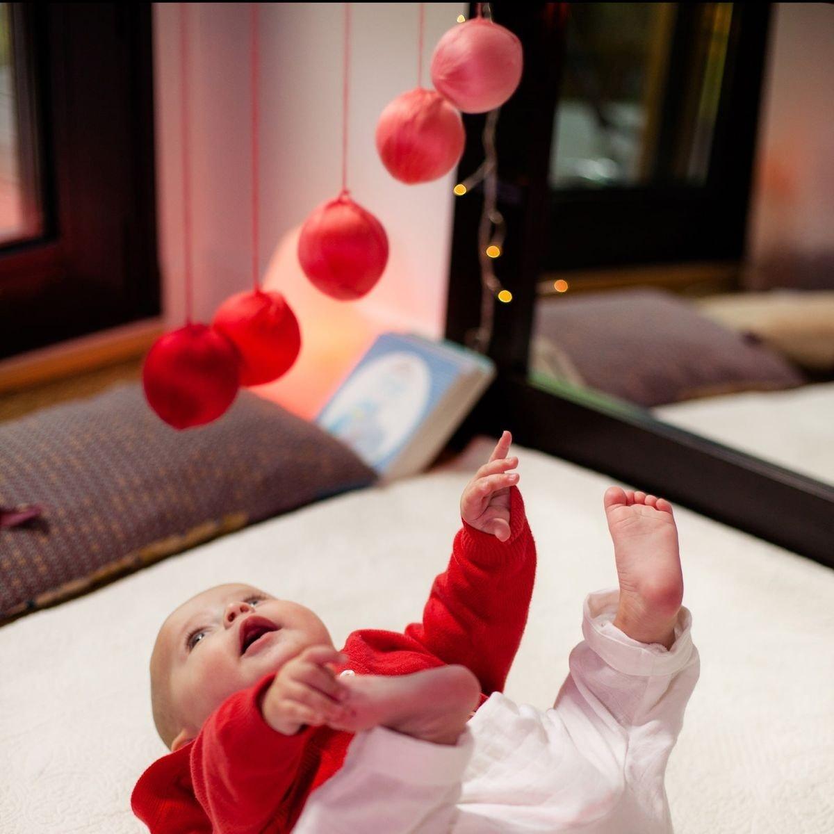Mobile Bébé À Suspendre Au Plafond le mobile bébé : un jouet d'éveil décoratif   la redoute