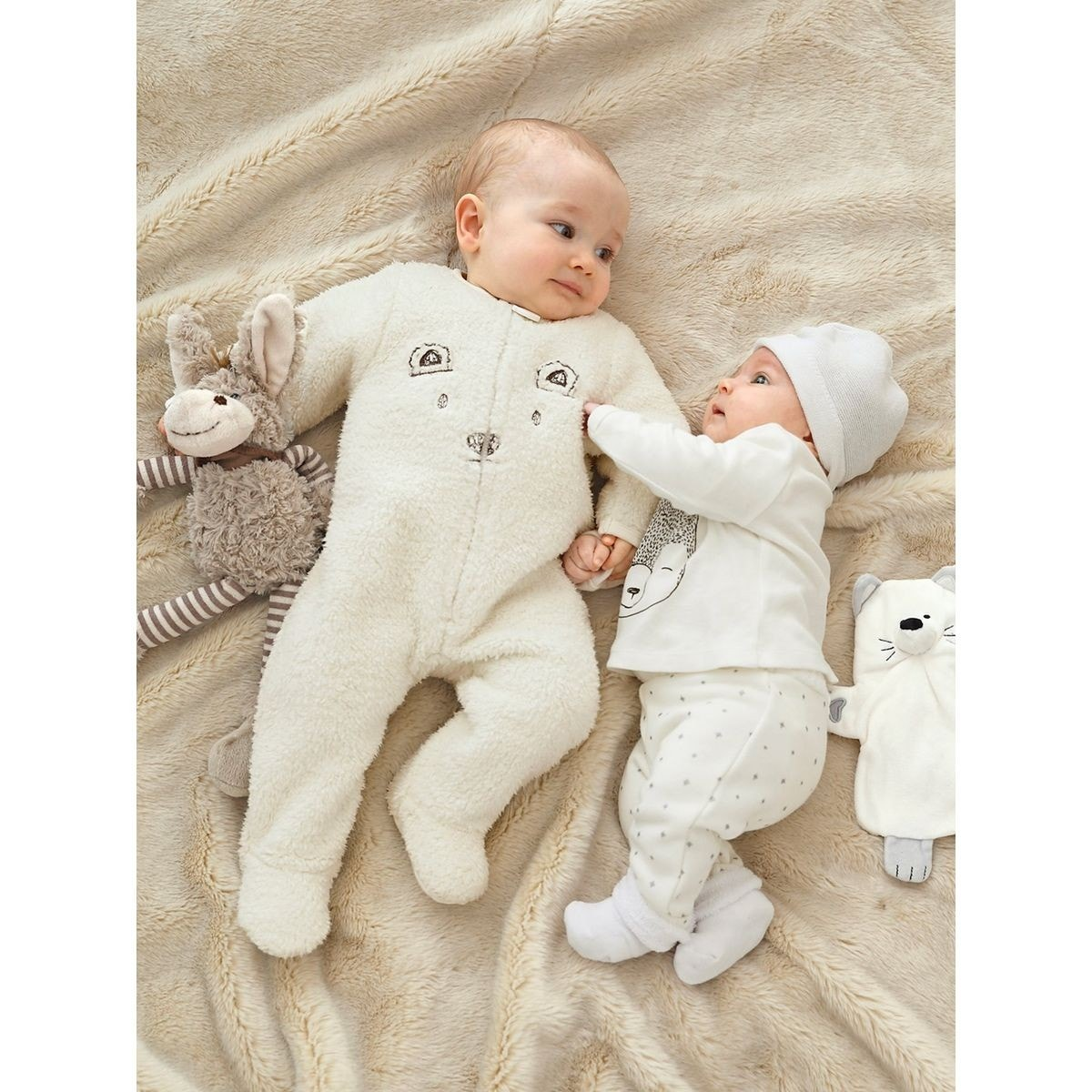 50decee83a3c9 À quel âge mettre un surpyjama à votre enfant