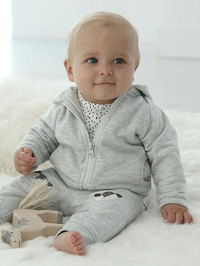 bébé entre 6 et 9 mois