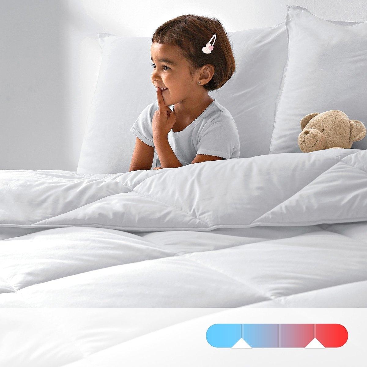 Двойное одеяло LA REDOUTE CREATIONОдеяло, не вызывающее аллергии : пропитка Aegis - настоящий щит от бактерий, клещей и плесени, действующий длительное время внутри волокна   .Одеяло 200 г/м? для лета, 1 одеяло 300 г/м? для межсезонья, оба одеяла соединяются завязками для зимы .Наполнитель : 100 % полые волокна полиэстера .: Чехол из 100% хлопка с обработкой Aegis, обеспечивающей свежесть и идеальную гигиену  . Биоцидная обработка  .Отделка : кантом .Прострочка : в клетку по диагонали  .Уход: : стирка при 40°, возможна барабанная сушка на умеренной температуре  .<br><br>Цвет: белый