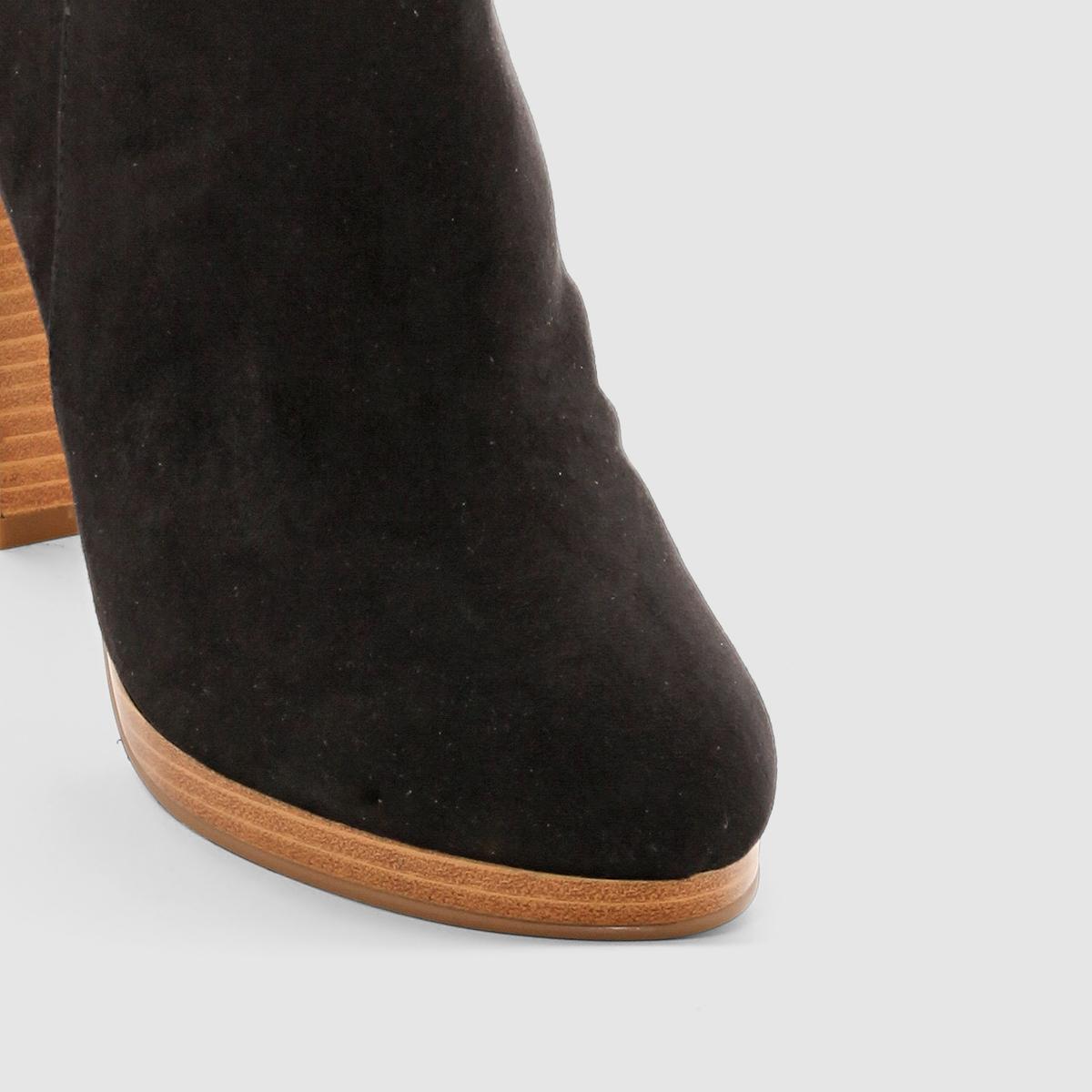 Ботильоны на высоком каблукеБотильоны на высоком каблуке. Верх : синтетикаПодкладка : синтетикаСтелька : синтетикаПодошва : эластомер.Каблук   : 11 см.Элегантный дизайн, чистые линии, яркий характер модели на высоком каблуке с толстой подошвой.Мы советуем выбирать модель на размер большего вашего обычного размера .<br><br>Цвет: черный<br>Размер: 41