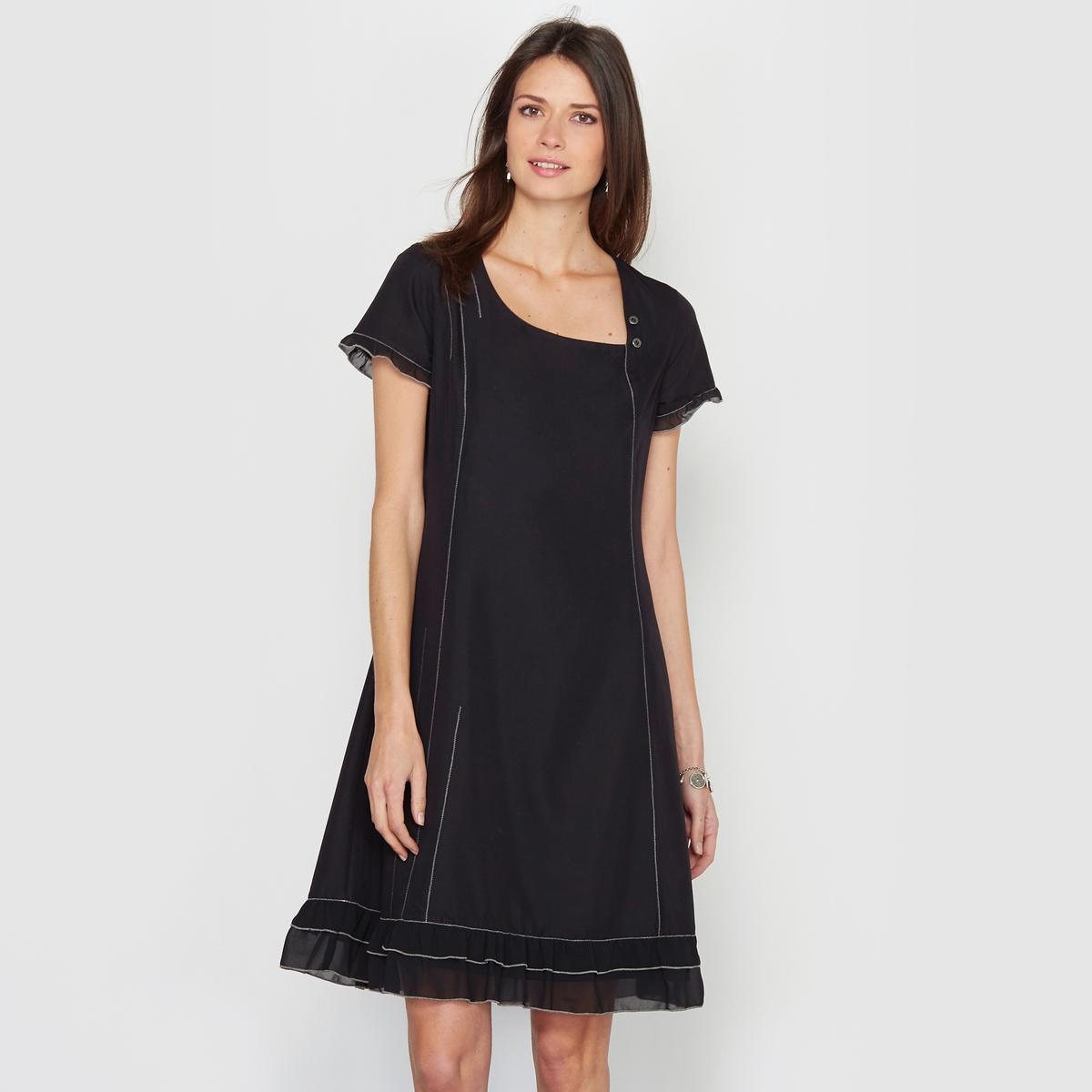 Платье из сверхмягкой микрофибрыЖенственное платье, декорированное воланами по низу и по краю коротких рукавов. Квадратный вырез с небольшой пуговицей. Сочетание отрезных деталей с видимой строчкой спереди и сзади. Застежка на молнию сзади.Состав и описание:Материал: невероятно мягкая на ощупь микрофибра, 75% вискозы, 25% полиэстера.Подкладка: 100% полиэстера.Длина: 95 см.Марка: Anne WeyburnУход:Машинная стирка при 30° в умеренном режиме с изнанки.Гладить на низкой температуре с изнанки.<br><br>Цвет: черный<br>Размер: 38 (FR) - 44 (RUS)