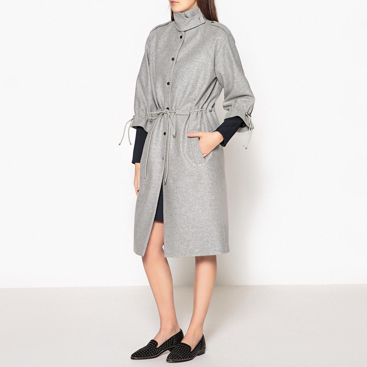 Пальто удлинённое с кожаными завязкамиОписание:Пальто удлинённое CARVEN с тонкими кожаными завязками на талии, воротник-стойка и рукава 3/4, присборенные завязками.Детали •  Длина : удлиненная модель •  Воротник-стойка • Застежка на пуговицыСостав и уход •  80% шерсти, 20% полиамида •  Подкладка : 48% вискозы, 52% ацетата •  Следуйте советам по уходу, указанным на этикетке<br><br>Цвет: серый меланж