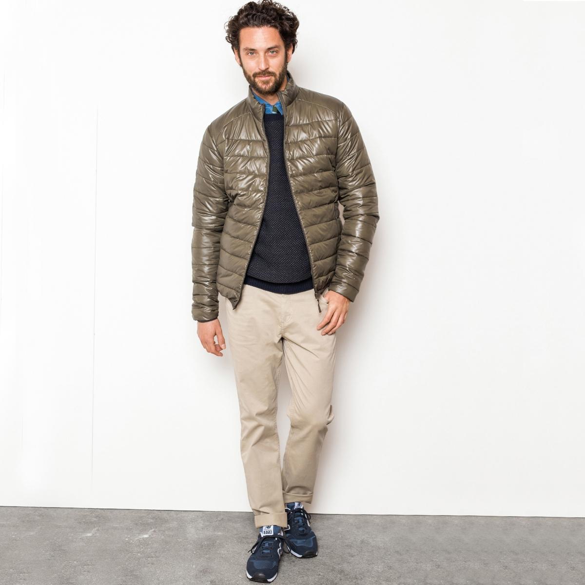 Куртка легкаяЛегкая куртка с водоотталкивающим эффектом, 100% полиэстер. Стеганая ватиновая подкладка. Застежка на молнию. Потайные карманы на молнии. Отделка низа и манжет эластичным кантом. Длина ок.68 см.Уход : Машинная стирка при 30°C исключительно на деликатном режиме<br><br>Цвет: темно-синий,черный<br>Размер: XS.S.M.L.XL.XXL.3XL.XS.M.L.XXL.3XL