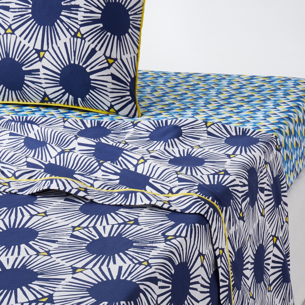 Простыня с рисунком, 100% хлопок, Blue RivieraХарактеристики простыни Blue Riviera :Простыня с рисунком в виде стилизованных роз синего цвета.Отделка контрастным кантом желтого цвета.100% хлопок, 57 нитей/см? : чем больше нитей/см?, тем выше качество ткани.Легкость ухода.Машинная стирка при 60 °С.Всю коллекцию постельного белья Blue Riviera вы можете найти на сайте laredoute.ruРазмеры :180 x 290 см : 1-сп.240 х 290 см : 2-сп.270 x 290 см : 2-сп.Знак Oeko-Tex® гарантирует, что товары прошли проверку и были изготовлены без применения вредных для здоровья человека веществ.  Размеры:140 x 200 см : 1-сп.200 х 200 см : 1-2-сп.240 х 220 см : 2-сп.260 х 240 см : 2-сп.<br><br>Цвет: белый/синий/желтый<br>Размер: 240 x 290  см