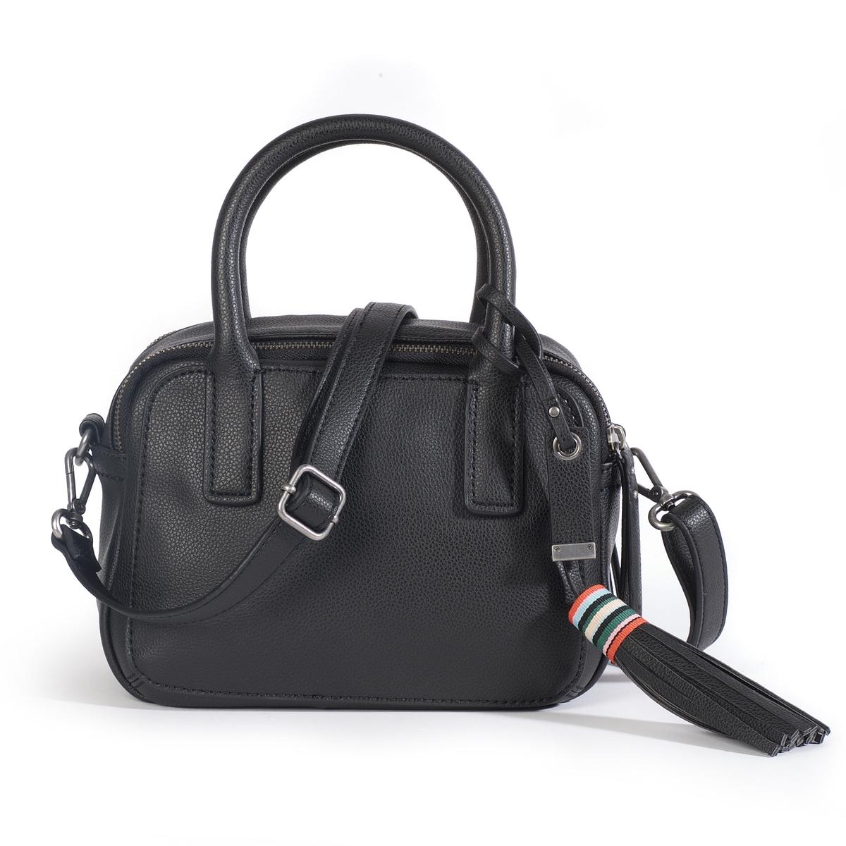 Сумка WendyОписание:Сумка-клатч Esprit с закругленными краями, практичная и модная. Можно носить в руке или через плечо ! Состав и описание :  •  Материал : верх из полиуретана                         подкладка из полиуретана •  Марка : Esprit •  Модель : Wendy city bag •  Размер :  17 x 23 x 10 см •  Застежка : на двойную молниюВнутренние карманы  Съемный и регулируемый ремешок<br><br>Цвет: черный<br>Размер: единый размер