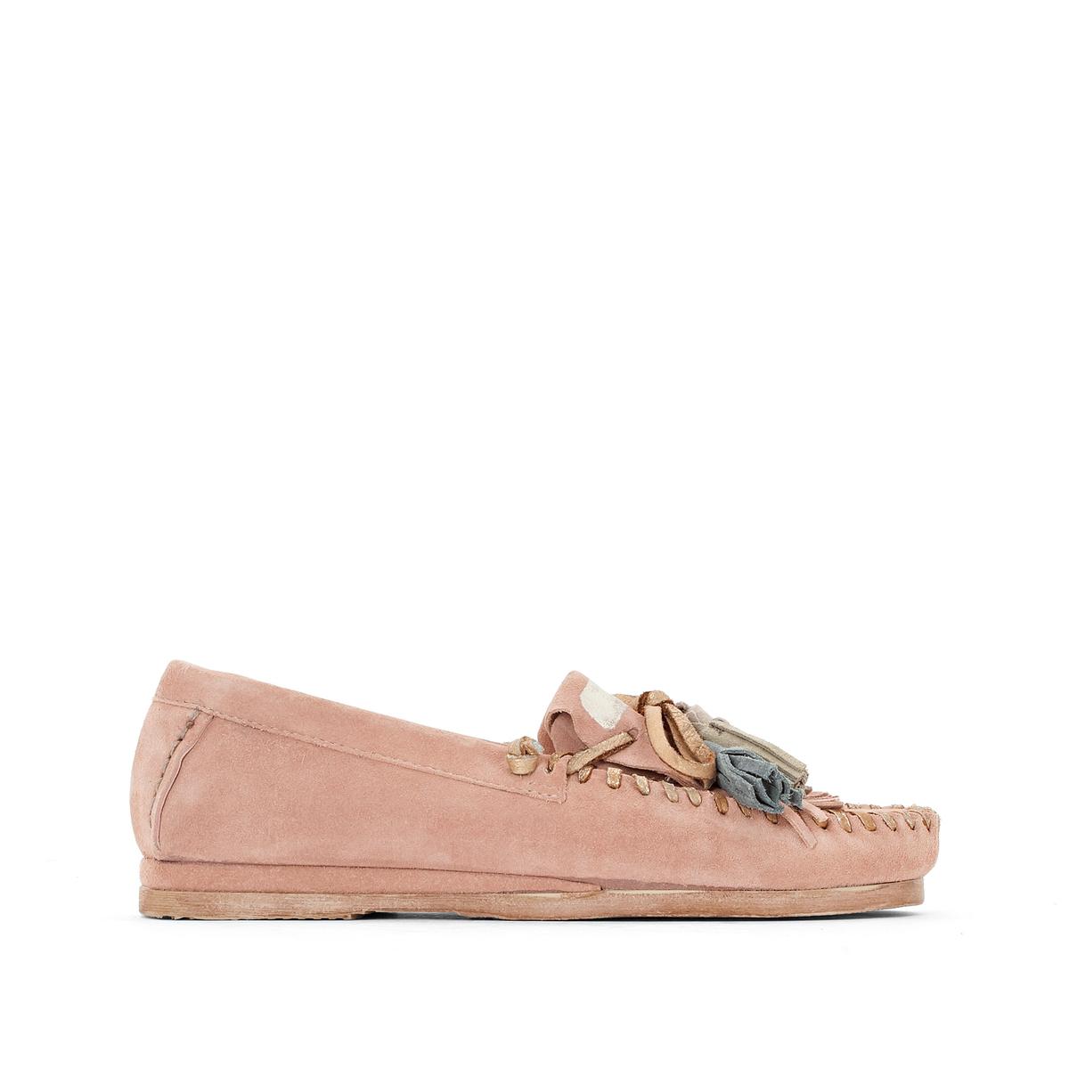 Мокасины Brigit из кожи с помпонамиВерх: кожа.Подкладка: кожа.  Стелька: кожа.  Подошва: резина.Высота каблука: 1,5 см.Форма каблука: плоский каблук.Мысок: закругленный.Застежка: без застежки.<br><br>Цвет: розовая пудра