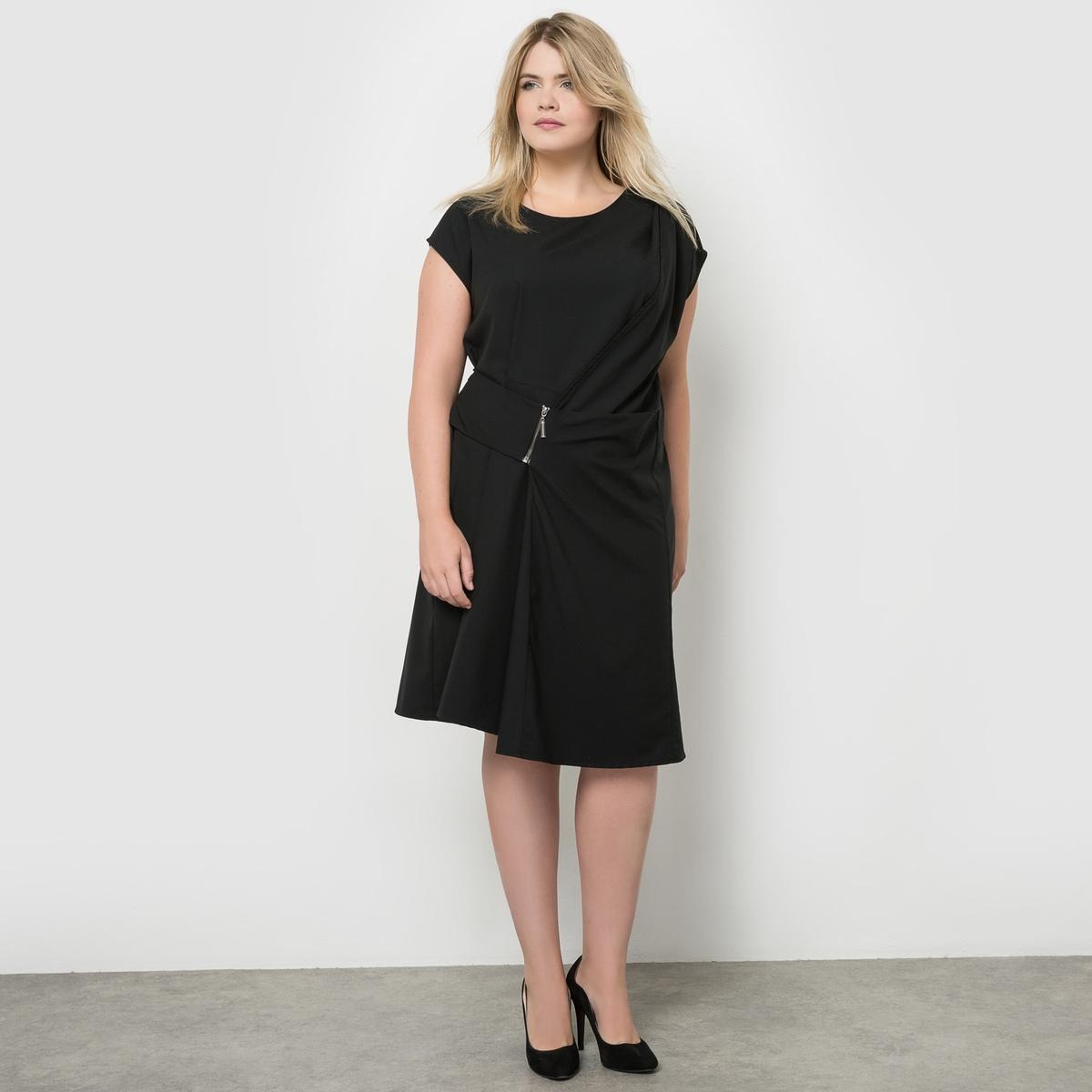 ПлатьеПлатье с драпировкой, короткий рукав MELLEM. 86% полиэстера, 14% эластана. Очень женственное платье с драпировкой, искусно скрывающей линию живота невзирая на приталенный покрой и современный вид. Застежка на металлическую молнию.  Очень удобное платье из креп-стрейча.  Круглый вырез.<br><br>Цвет: черный