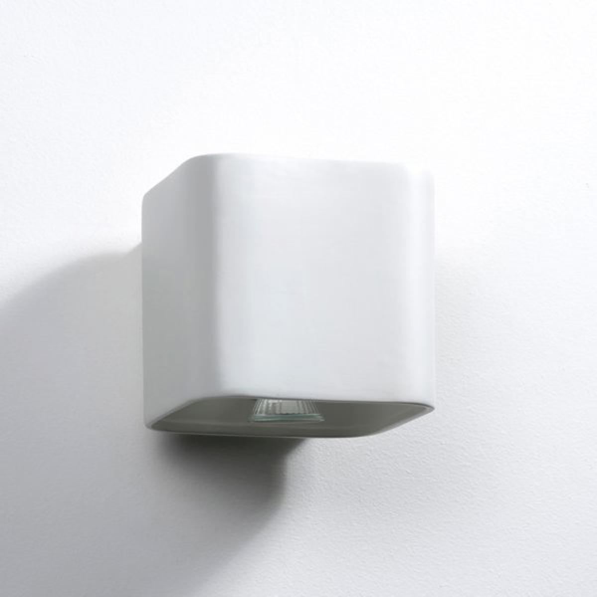 Бра квадратной формы из керамики DebouБра квадратной формы из керамики белого цвета mat.2 цоколя GU10 для лампочек макс. 35 W  (не входят в комплект).Размеры :  Д. 22 x Гл.22 x.22 см.<br><br>Цвет: белый