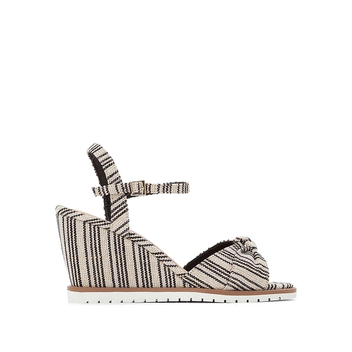 Sandálias com tacão de cunha, às riscas