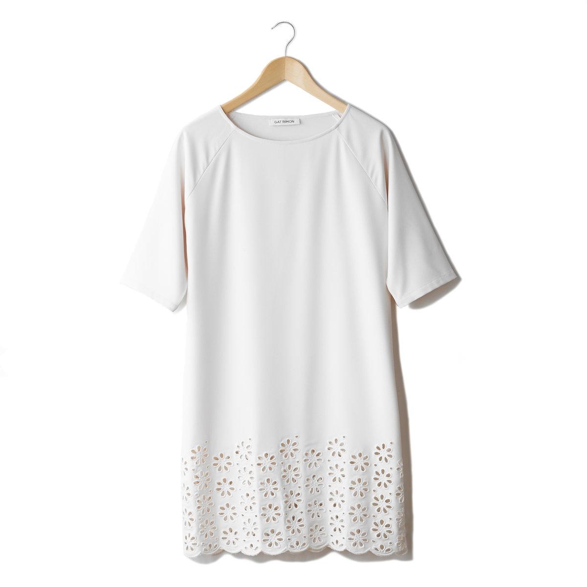 Платье с рукавами до локтейПлатье Gat Rimon. Струящийся трикотаж, 100% полиэстера. Прямой покрой. Ажурные цветы по низу. Длина ок.94 см.<br><br>Цвет: экрю