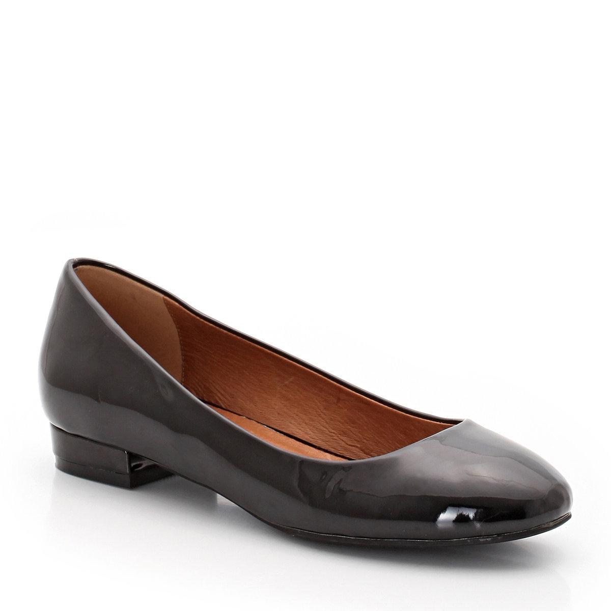 БалеткиБалетки Taillissime, размеры 38-45 по одной цене! Модель подходит для широкой ступни.Верх: лакированная синтетика Подкладка: кожа.   Стелька: кожа на вспененной основе. Подошва: нескользящий эластомер. Высота каблука: 2 см. Преимущества: изысканные лакированные балетки<br><br>Цвет: бежевый,черный<br>Размер: 38
