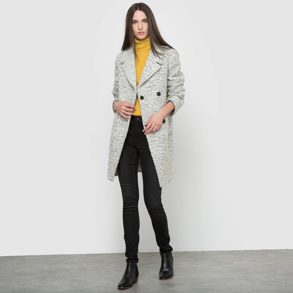 Пальто, 45% шерсти.Состав и описание:Материал:55% полиэстера, 45% шерсти.Подкладка: 100% полиэстера.Длина: 83 см.Марка: VILA.Уход:- Сухая чистка.- Не отбеливать.<br><br>Цвет: светло-серый меланж<br>Размер: M