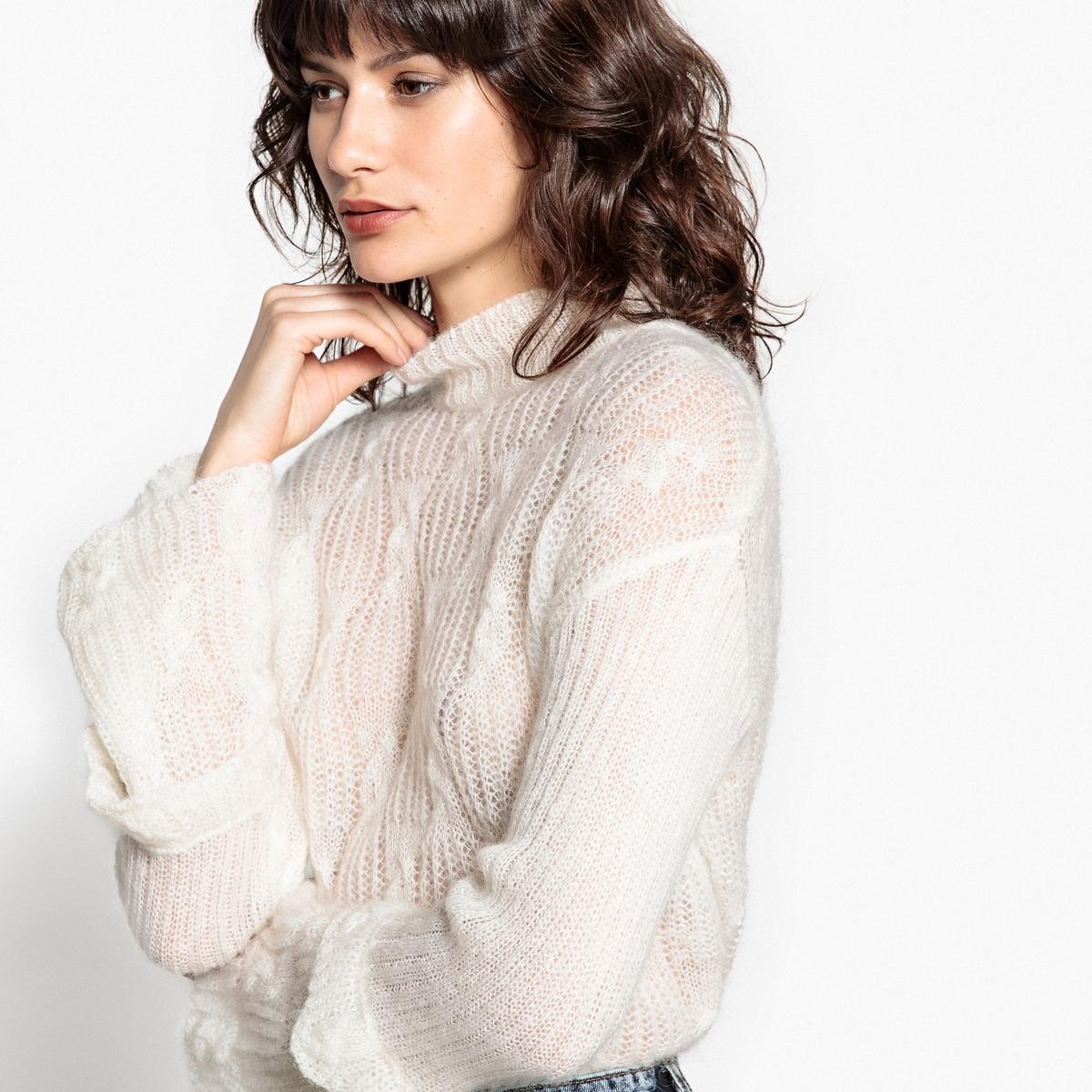 Пуловер-водолазка из мохера с расклешенными рукавами