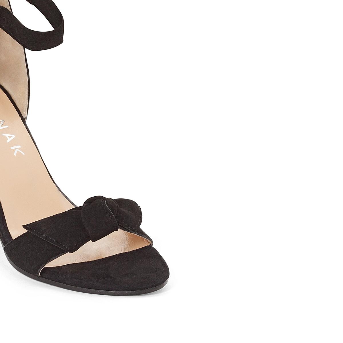 Босоножки кожаные DugnyВерх : кожа   Подкладка : кожа   Стелька : кожа   Подошва : эластомер   Высота каблука : 4 см   Форма каблука : танкетка   Мысок : открытый   Застежка : пряжка<br><br>Цвет: черный<br>Размер: 37