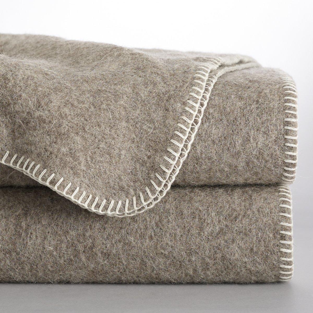 Покрывало 100% шерсти с использованием натуральных красителей, RomuХарактеристики однотонного шерстяного одеяла Romu                                        Экологически чистое производство : без искусственной окраски. Окраска производилась без химической обработки.           100% шерсти     Производство: Франция           Края обработаны однотонными нитками.<br><br>Цвет: бежевый,экрю<br>Размер: 180 x 220  см.180 x 220  см