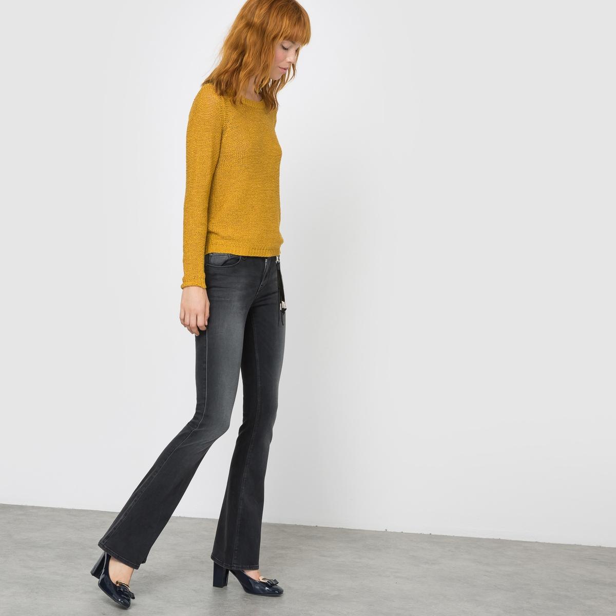 Джинсы расклешенные  RIO, длина 32Расклешенные джинсы RIO от ONLY. Джинсы в стиле 70-х. Потертости. Покрой 5 карманов. Пояс со шлевками. Длина 32.Состав и описаниеМарка : ONLYМодель : RIOМатериал : 66% хлопка, 20% полиэстера, 11% вискозы, 3% эластана<br><br>Цвет: темно-серый деним<br>Размер: 26 длина 32