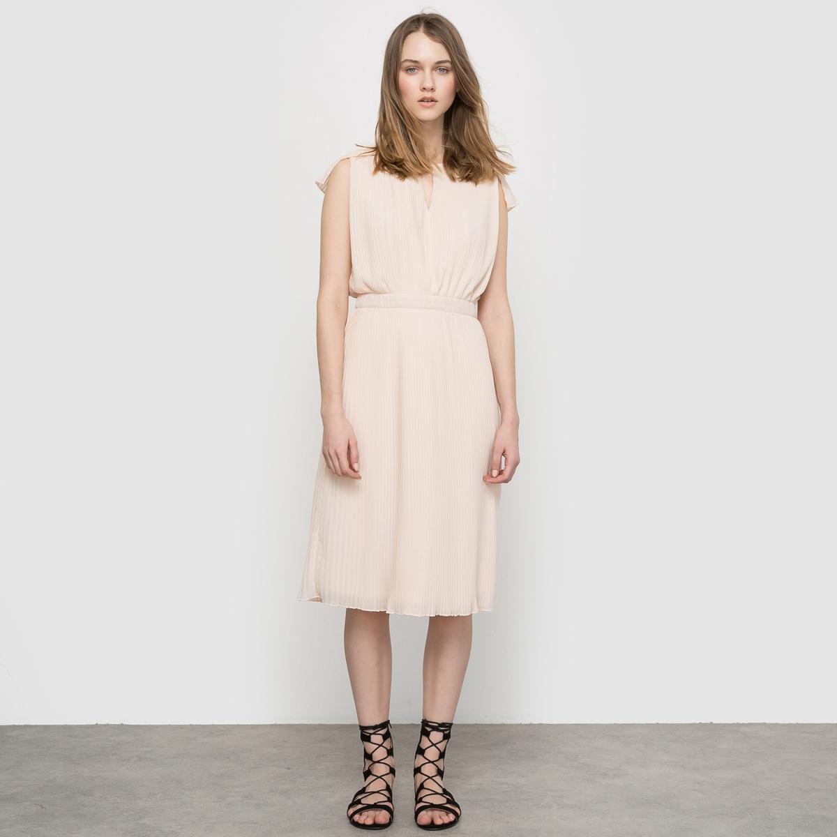 Платье со складкамиПлатье плиссированное без рукавов из лёгкой и струящейся ткани. Подчёркнутая талия. Вырез с завязками спереди . Полностью плиссированная ткань.Состав и описаниеМатериал : 100% полиэстера, подкладка из 100% хлопкаДлина : 100 смМарка : MADEMOISELLE R<br><br>Цвет: розовый телесный<br>Размер: 48 (FR) - 54 (RUS).44 (FR) - 50 (RUS)