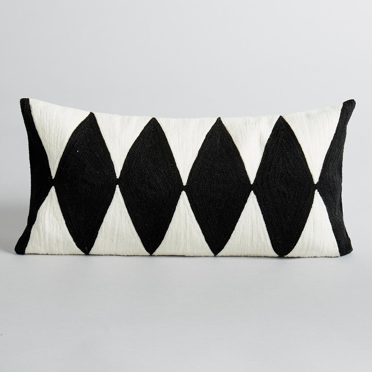 Чехол на подушку AlazieУзор в ромбы, цвет: чёрный/экрю. 100 % хлопка. Вышивка по всей верхней поверхности. Скрытая застежка на молнию. Размеры:. 40 x 20 см.<br><br>Цвет: экрю/черный
