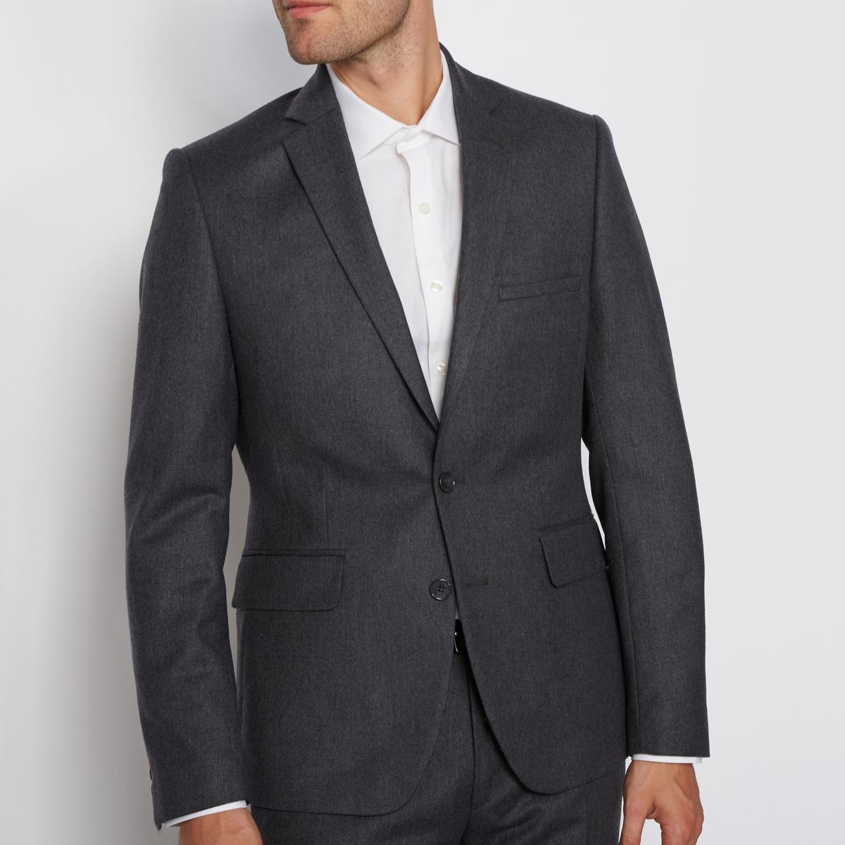 Пиджак костюмный из фланелиПриталенный покрой и костюмный воротник.        Застежка на две пуговицы. Карманы с клапаном по бокам.        Закругленный низ, манжеты с застежкой на пуговицы.        Нагрудный карман. Спинка с двумя шлицами.     Состав и описание :         Материал : 60% шерсти, 40% полиэстера         Подкладка : 100% полиэстер                   Уход :            Обратите внимание на рекомендации по уходу на этикетке<br><br>Цвет: антрацит<br>Размер: 50.46.44