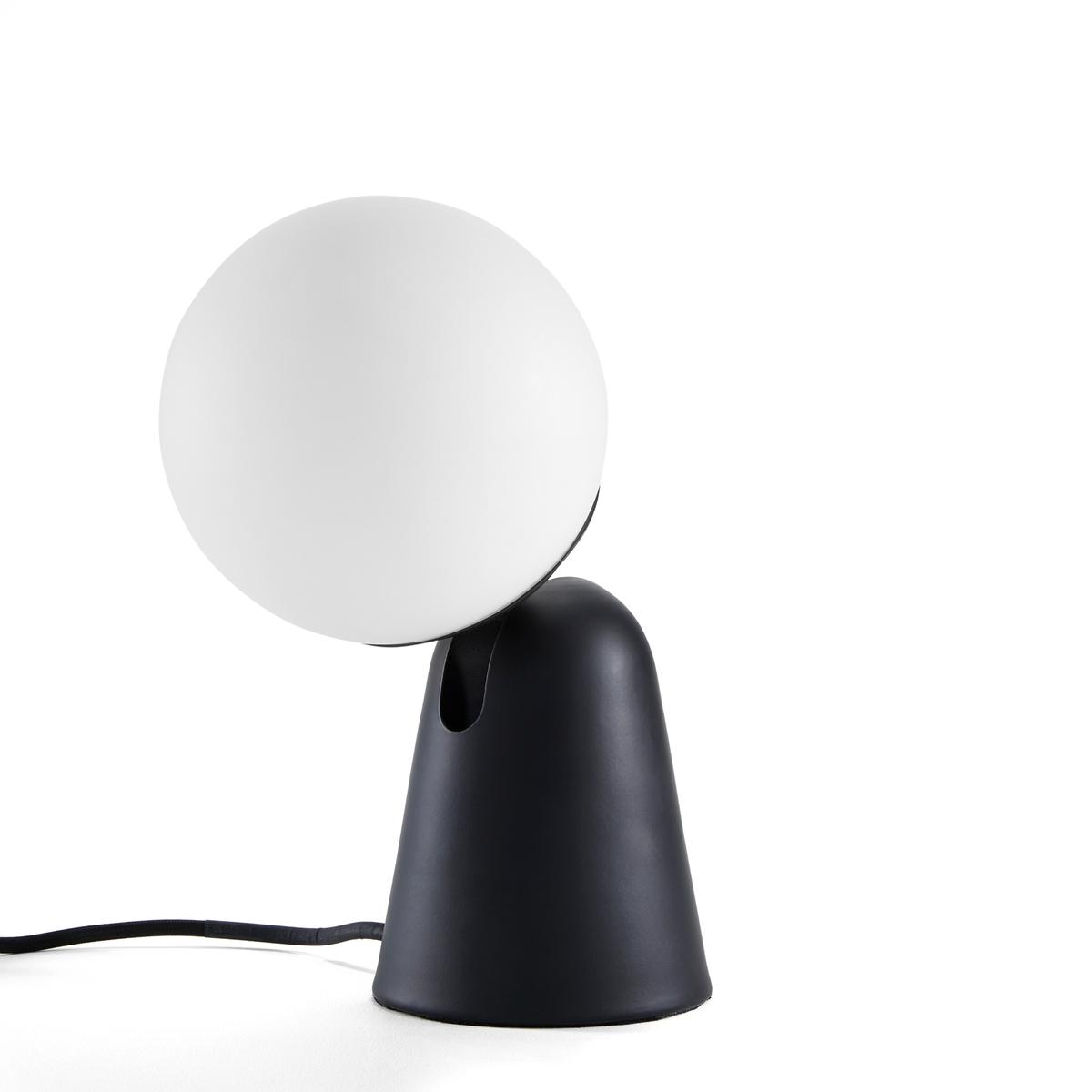 Лампа настольная, PhosphoreЛампа настольная, Phosphore . Оригинальная, забавная форма с графическим диайном, сферический рассеиватель света для направленного освещения и регулируемый плафон .Характеристики :- Из черного металла - Круглый плафон из матового белого стекла - Регулируемый плафон - Патрон G9 для лампочки G9 LED макс. 5Вт  (не входит)- Совместима с лампами класса энергопотребления AРазмеры : - Цоколь ?12 см - Шар ?15 см - Макс.высота : 30 см<br><br>Цвет: черный
