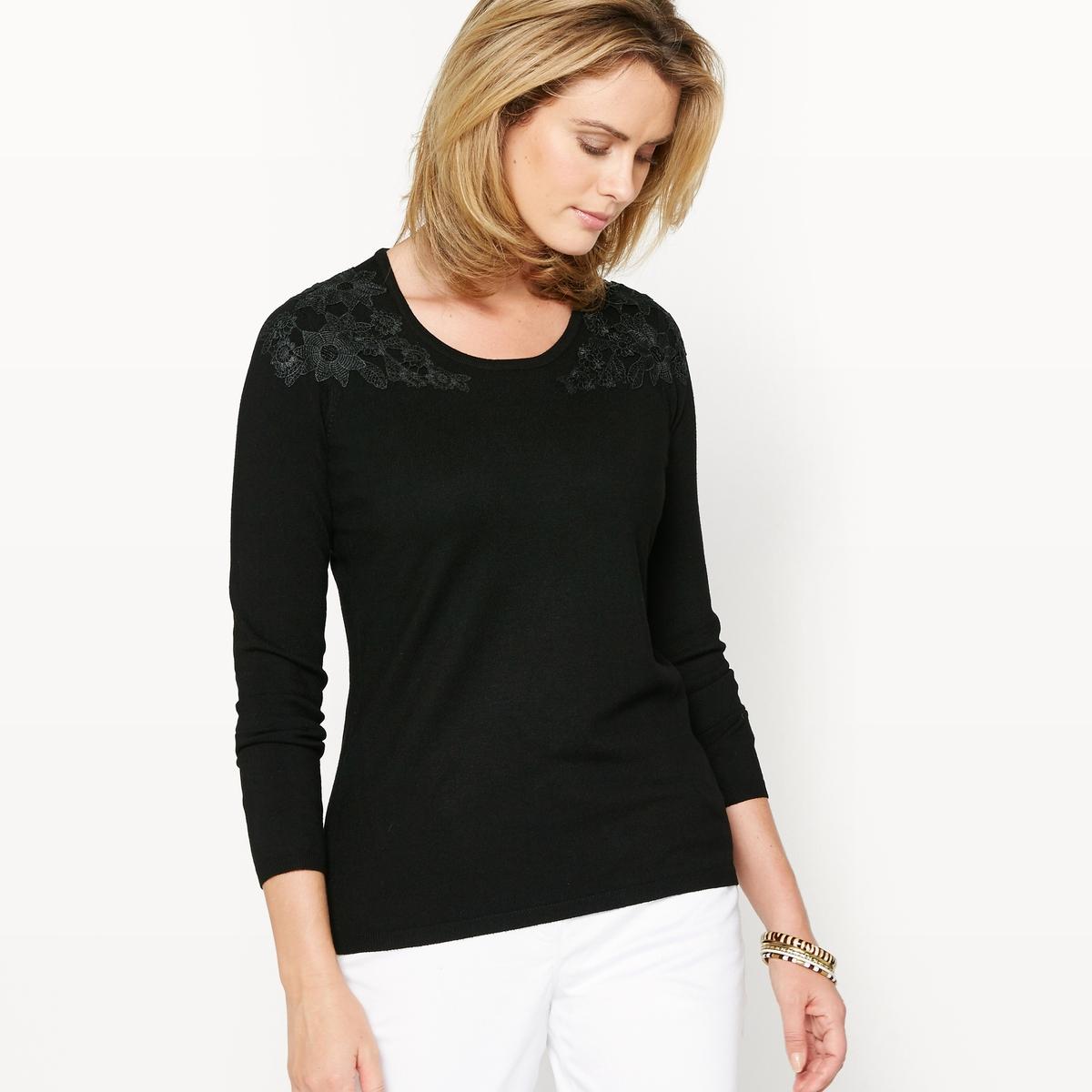 Пуловер с аппликациями из гипюраОчень женственный пуловер, украшенный аппликациями из гипюра спереди и на плечах. V-образный вырез. Края круглого выреза, низа и длинных рукавов связаны в рубчик.Состав и описание :Материал : джерси 80% вискозы, 20% полиамида .Длина 62 см.Марка : Anne WeyburnУход :Машинная стирка при 30 °С в умеренном режиме с изнаночной стороны .Гладить при низкой температуре с изнаночной стороны.<br><br>Цвет: розовая пудра,черный<br>Размер: 50/52 (FR) - 56/58 (RUS)