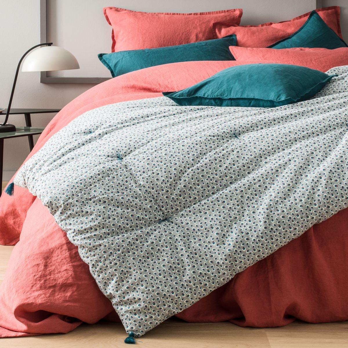Edredon avec housse 100% coton, imprimé d'un motif représentant des plumes de paon, gris argent et vert paon.