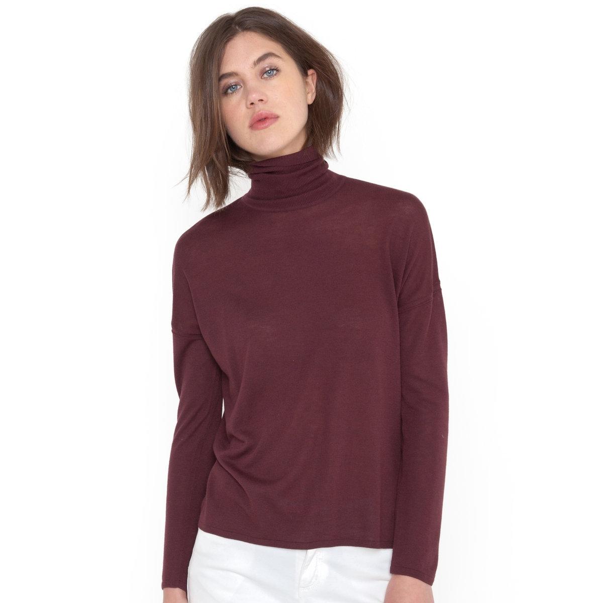 Пуловер с высоким воротником и длинными рукавами