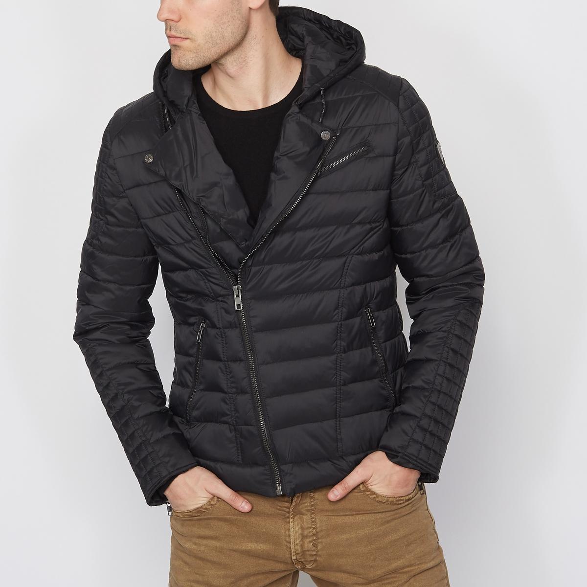 Куртка стёганая с капюшономСтеганая куртка с капюшоном KAPORAL. Застежка на молнию спереди Perfecto. 2 кармана с застёжкой на молнию. Прямой низ рукавов. Капюшон на кулиске. Состав и описаниеМатериал : 100% полиамидаМарка : KAPORAL<br><br>Цвет: черный<br>Размер: L