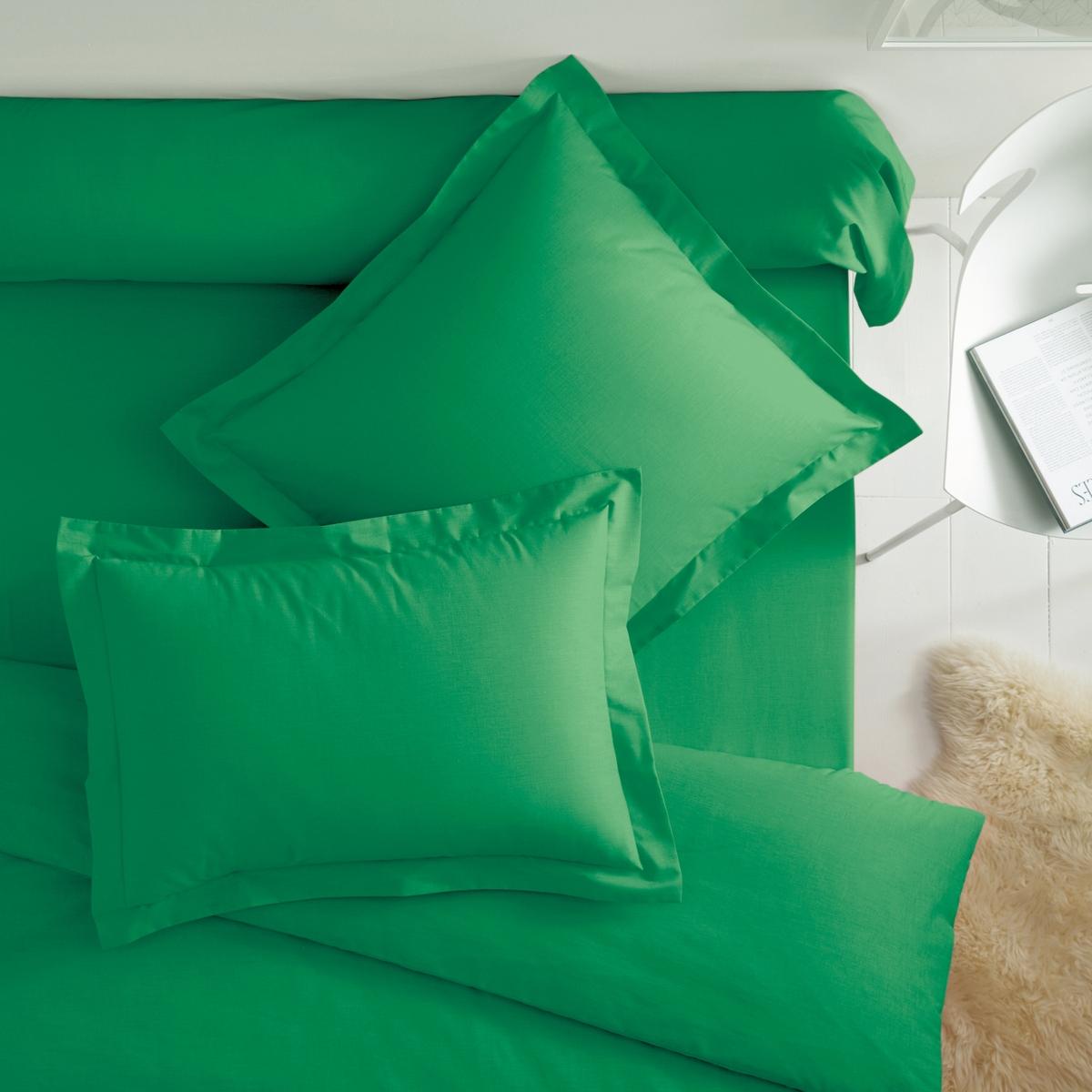 Наволочки из хлопка с гладким воланомКвадратная и прямоугольная наволочка из 100% хлопка плотного плетения для длительного комфорта и отличной прочности. Отличная стойкость цветов к стиркам   (60 °C).57 нитей/см? : чем больше нитей/см?, тем выше качество материала.Характеристики наволочек из хлопка с воланом:- Наволочки (квадратная или прямоугольная) имеют широкий клапан для надёжного удерживания подушки.- Отделка гладким воланом 5 см.                                                                                                                                                                         Преимущества   : une   superbe gamme de coloris tr?s великолепная гамма очень современных оттенков для сочетания по желанию с простынями и пододеяльниками SCENARIO и рисунками коллекции. Знак Oeko-Tex® гарантирует, что товары протестированы и сертифицированы, не содержат вредных веществ, которые могли бы нанести вред здоровью.                                                                                                          Наволочка :50 x 70 см : прямоугольная наволочка 63 x 63 см: квадратная наволочка                                                                                                                                 Откройте для себя всю коллекцию постельного белья, нажав SC?NARIO UNI<br><br>Цвет: желтый солнечный,зелено-синий,изумрудный,красный