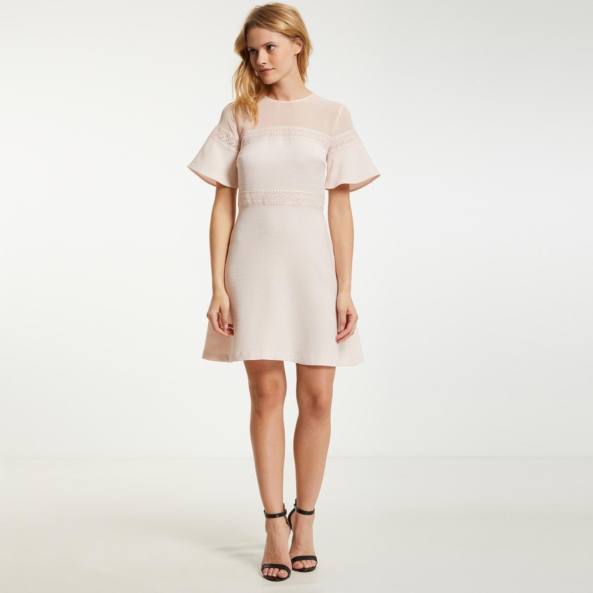 Платье короткое расклешенное однотонное  короткими рукавами