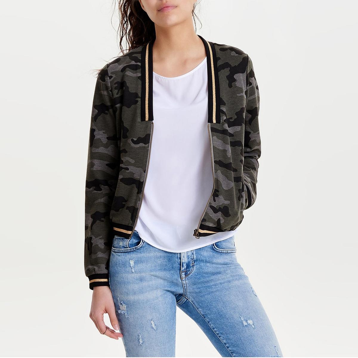 Куртка-бойфренд просторнаяДетали •  Просторная •  Покрой бойфренд, свободный •   V-образный вырезСостав и уход •  63% вискозы, 5% эластана, 32% полиамида •  Следуйте советам по уходу, указанным на этикетке<br><br>Цвет: камуфляж