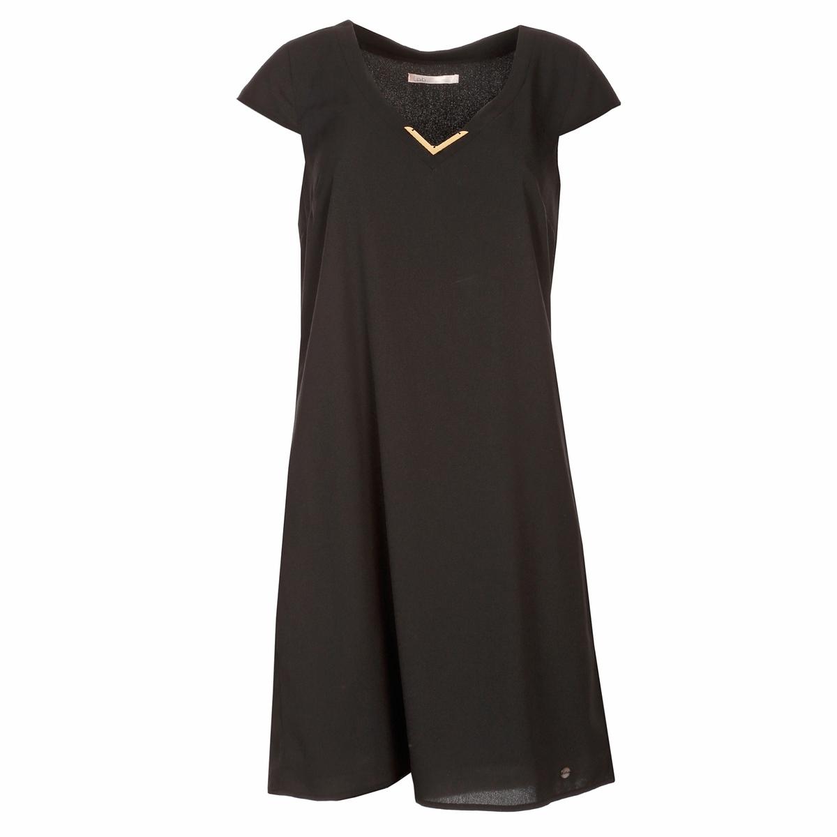 Платье короткое с короткими рукавами и украшениями