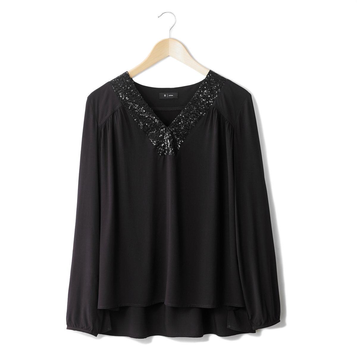 Блузка с манишкой, расшитой пайетками