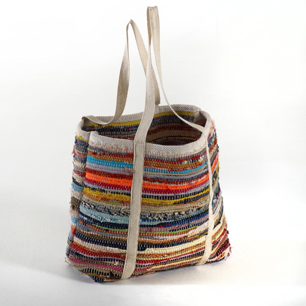 Сумка из вторичного хлопка KopaxiСостоящая в основном из переработанного хлопка сумка Kopaxi пленит вас своими разноцветными полосками, которые добавят яркий штрих в ваш интерьер и поднимут настроение во время прогулок. Состав сумки Kopaxi: 90% хлопка, 10% других волокон.Каждая сумка сделана вручную из вторичного материала, уникальность товара объясняет неидентичность цвета разных сумок.Размеры сумки Kopaxi :35 x 35 x 40 см.<br><br>Цвет: разноцветный