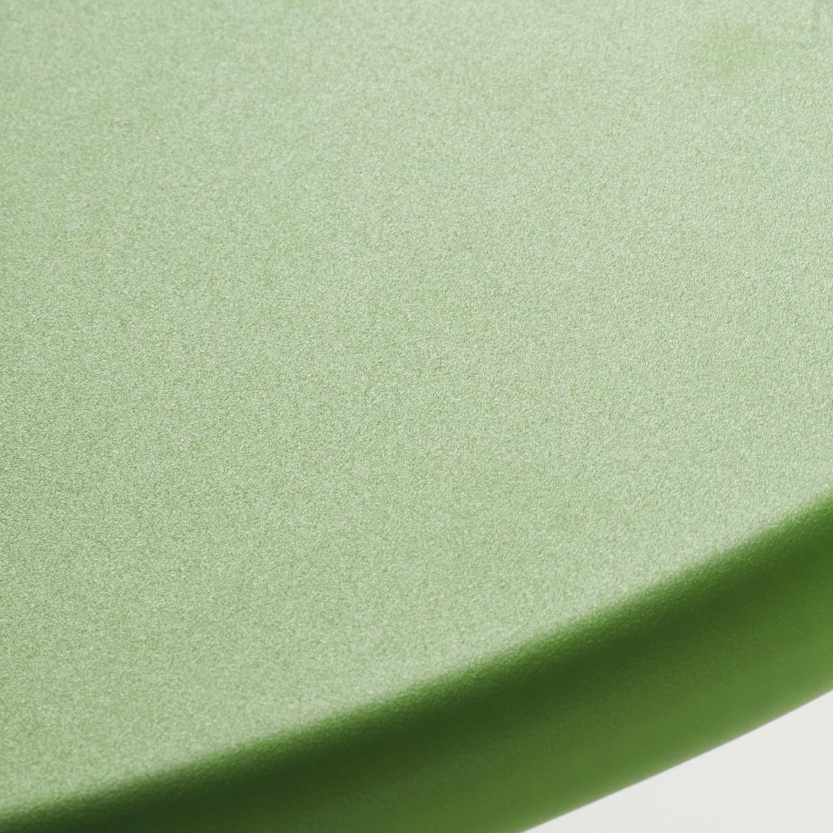 Круглый стол на одной ножке из кованой стали, MimmoОписание стола для сада Mimmo:Перфорированная стальХарактеристики стола для сада Mimmo:Разборный, из нержавеющей стали, покрытие эпоксидной краскойСделано в ИталииВсю коллекцию Mimmo вы можете найти на сайте laredoute.ruРазмеры стола для сада Mimmo:Диаметр : 60 смВысота : 75 смРазмер и вес с упаковкой :1 упаковка121 x 107 x 10 см, 7,5 кгДоставка:Продается в собранном виде.  Товар может быть доставлен до Вашей двери по предварительной договоренности!  Внимание! Убедитесь, что возможно осуществить доставку товара, учитывая  его габариты (проходит в дверные проемы, по лестницам в лифты).<br><br>Цвет: зеленый