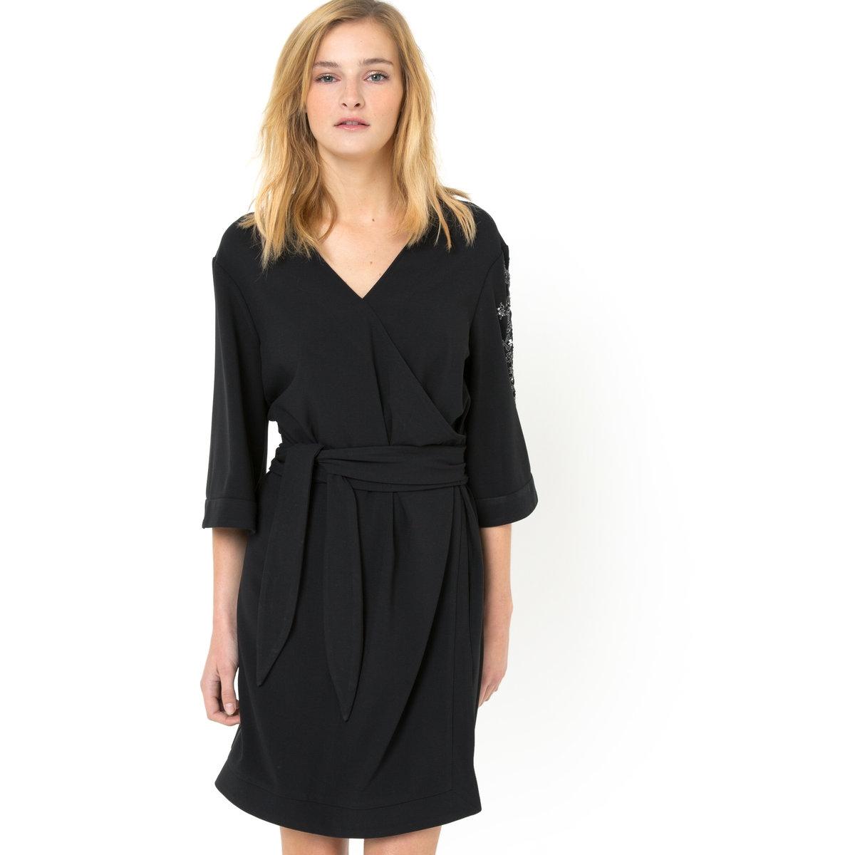 Платье-кимоно с вышивкойПлатье-кимоно с вышивкой - SOFT GREY. Платье с рукавами ?. 62% полиэстера,   33% вискозы, 5% эластана. Блестящая серебристая вышивка на левом рукаве. Пояс с завязками спереди. V-образный вырез, передние перекрещивающиеся полы. Длина 95 см.<br><br>Цвет: черный<br>Размер: 34 (FR) - 40 (RUS)