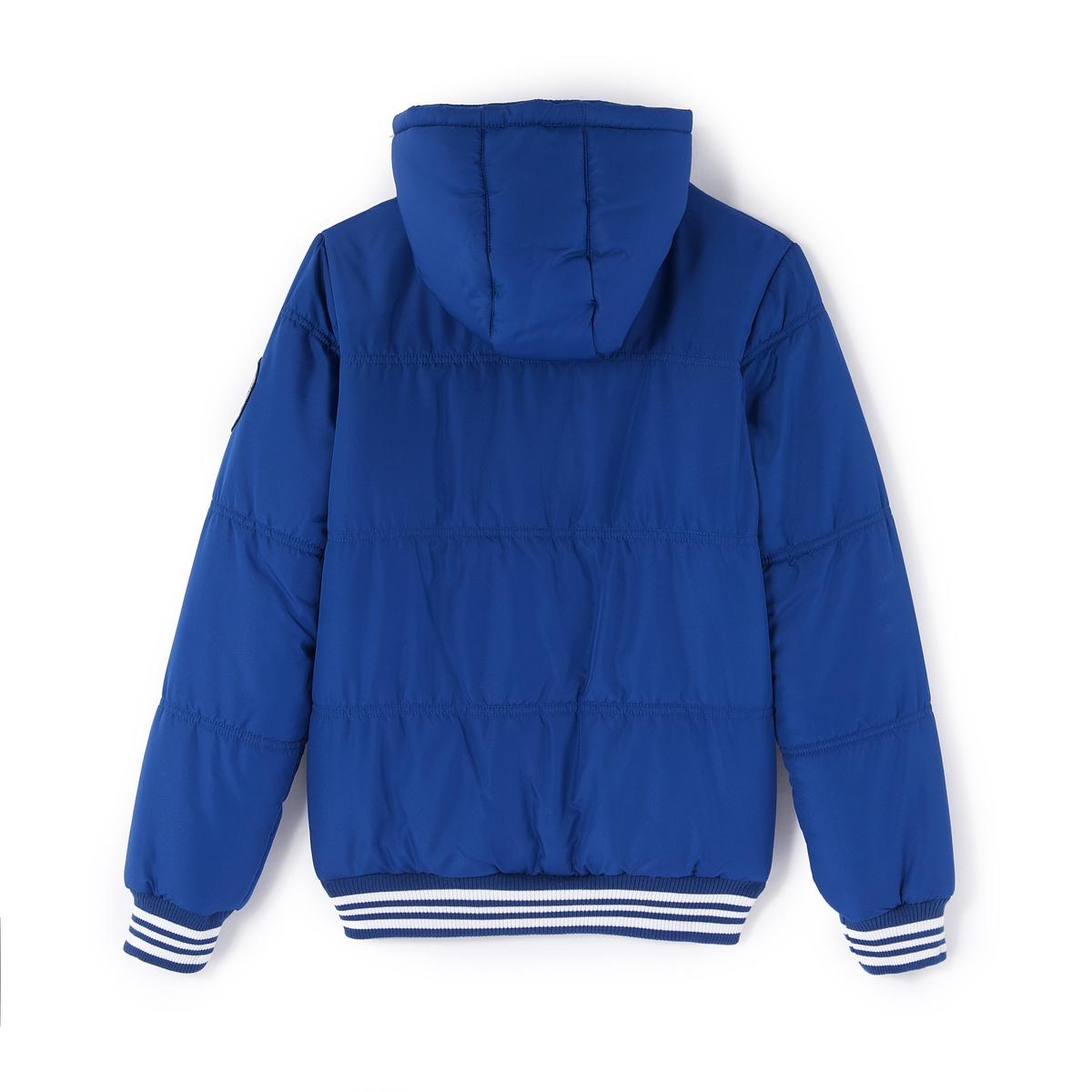 Куртка стеганая с капюшономСтеганая куртка из 100 % полиэстера с водоотталкивающим эффектом. На теплой подкладке. Удобный капюшон защитит от ветра и холода, застежка на кнопки. Вышивка на груди и нашивка на рукаве. 2 передних кармана. Края связаны в рубчик.<br><br>Цвет: черный<br>Размер: 14 лет - 162 см.12 лет -150 см.16 лет - 174 см.10 лет - 138 см