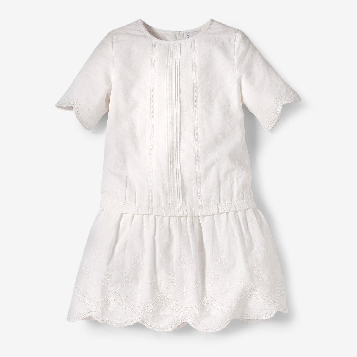 Платье из кружева с вышивкой, 3-12 летПлатье из кружева с короткими рукавами. Круглый вырез. Складки спереди. Низ и края рукавов с вышивкой. Застежка на пуговицы сзади. Полностью на подкладке из 100% хлопка. Состав и описание: Материал: кружево 100% хлопкаУход:Машинная стирка при 40°С с вещами схожих цветов.Стирать, сушить и гладить с изнаночной стороны.Машинная сушка в обычном режиме.Гладить при средней температуре.<br><br>Цвет: белый,розовый