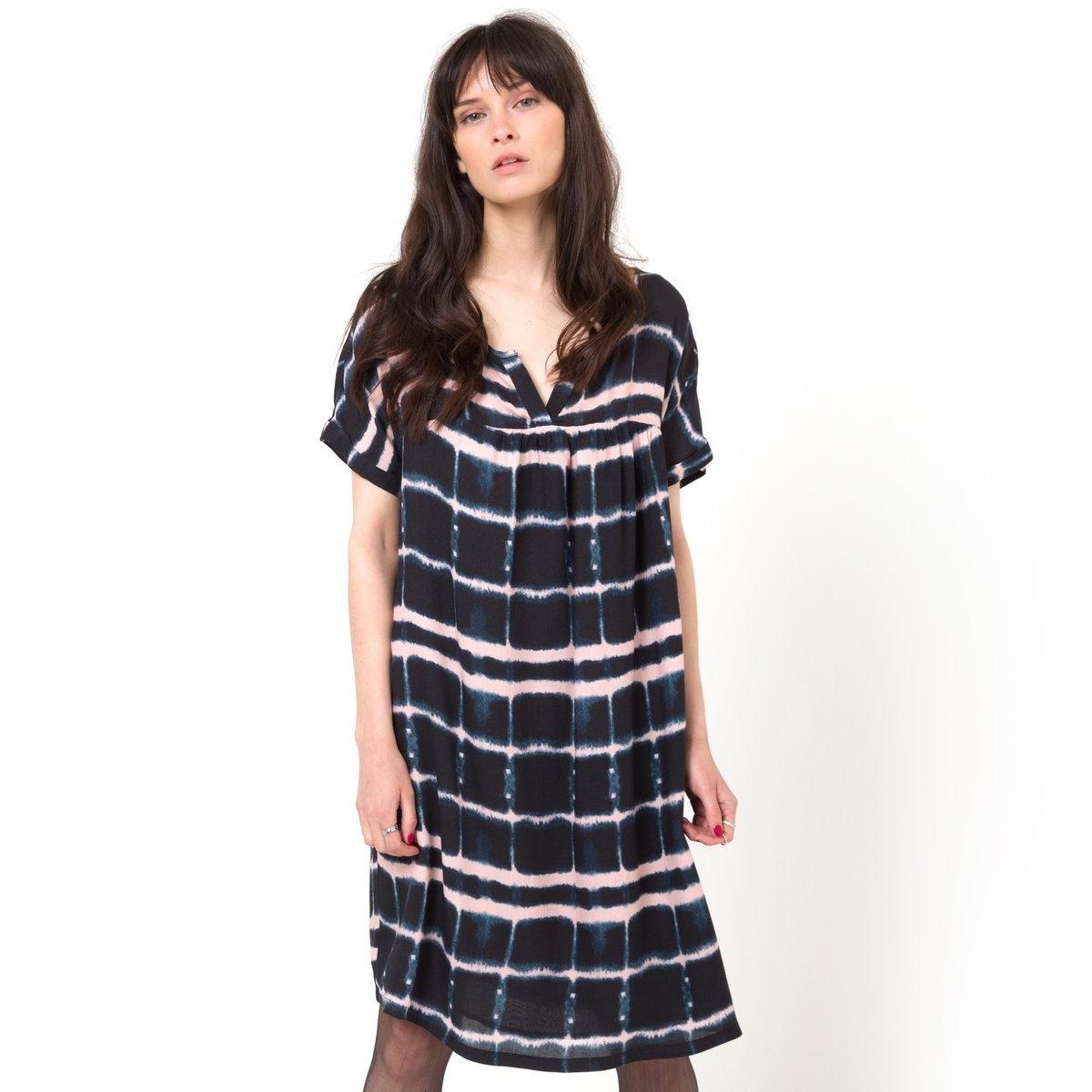 Платье с рисункомПлатье в клетку, 100% вискозы. Свободный покрой бэйби-долл. Короткие рукава. Круглый вырез. Длина 92 см.<br><br>Цвет: в клетку бежевый/синий<br>Размер: 38 (FR) - 44 (RUS)