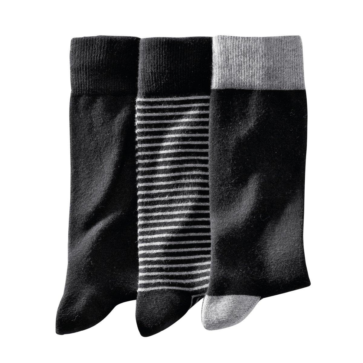 3 пары носковКомплект из 3 пар носков. 1 однотонные + 1 в полоску + 1 двухцветные. 75% хлопка, 24% полиамида, 1% эластана.<br><br>Цвет: в полоску черный<br>Размер: 39/42
