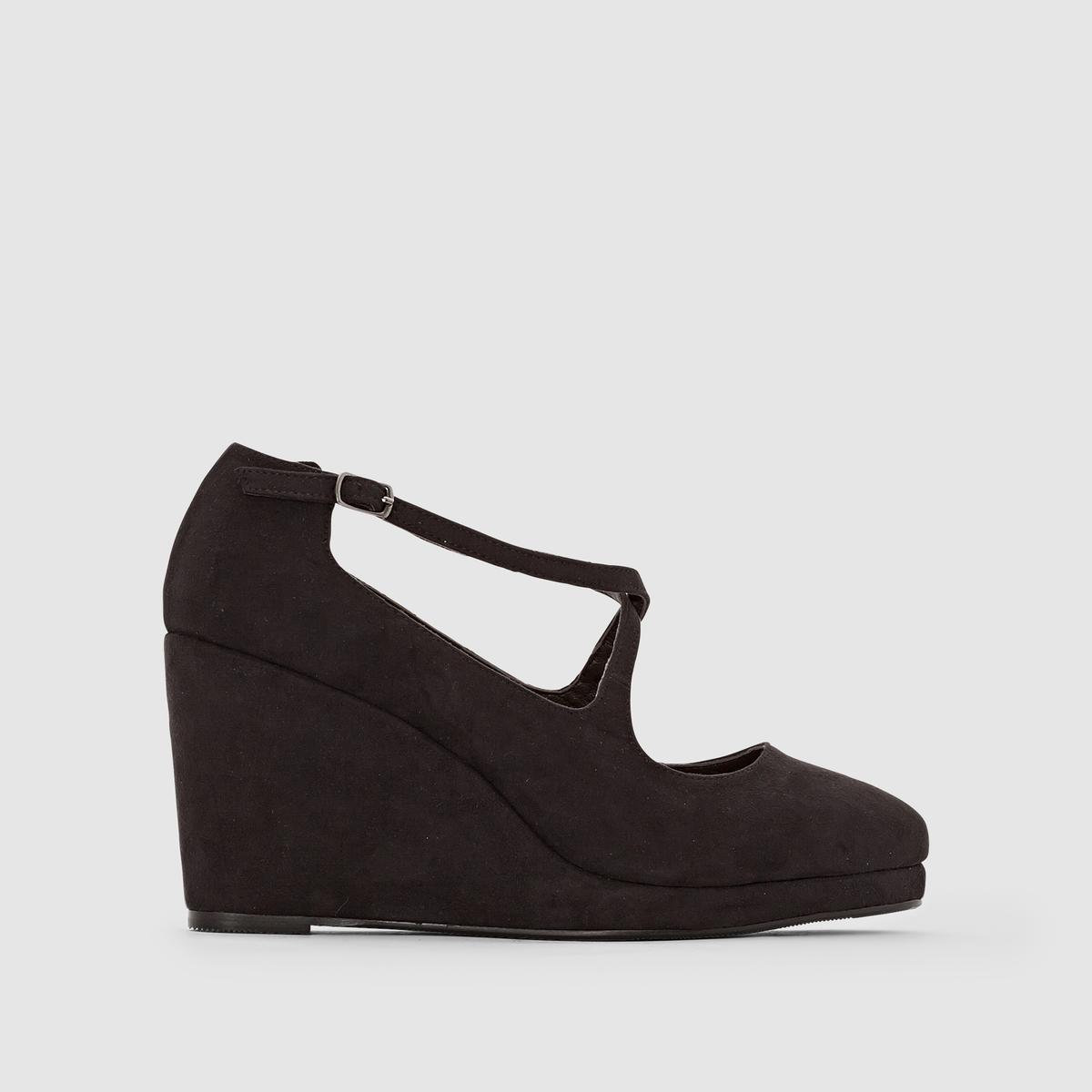 Туфли на каблуке-танкеткеЗастежка : на ремешок с металлической пряжкой и эластичной вставкой для большего комфорта.Преимущества : туфли придадут стиля вашему гардеробу.<br><br>Цвет: черный