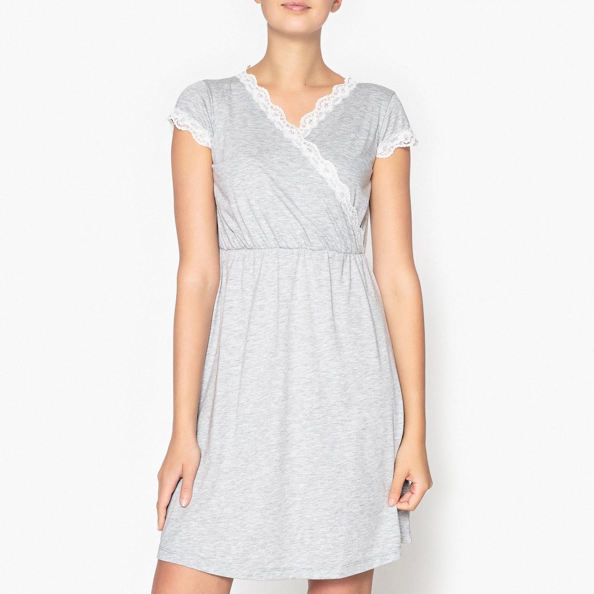 Рубашка ночная с кружевными вставкамиНочная рубашка с кружевной отделкой выреза и рукавов, невероятно женственная . Состав и описаниеСорочка ночная с короткими рукавами. V-образный вырез. Кружевные вставки на вырезе и рукавах .Эластичная высокая талия Материал : 62% полиэстера, 38% вискозы Длина : 90 смУход: :машинная стирка при 30 °С, стирать с вещами схожих цветов.Стирать и гладить с изнанки не использовать барабанную сушку .<br><br>Цвет: серый меланж<br>Размер: 34/36 (FR) - 40/42 (RUS)