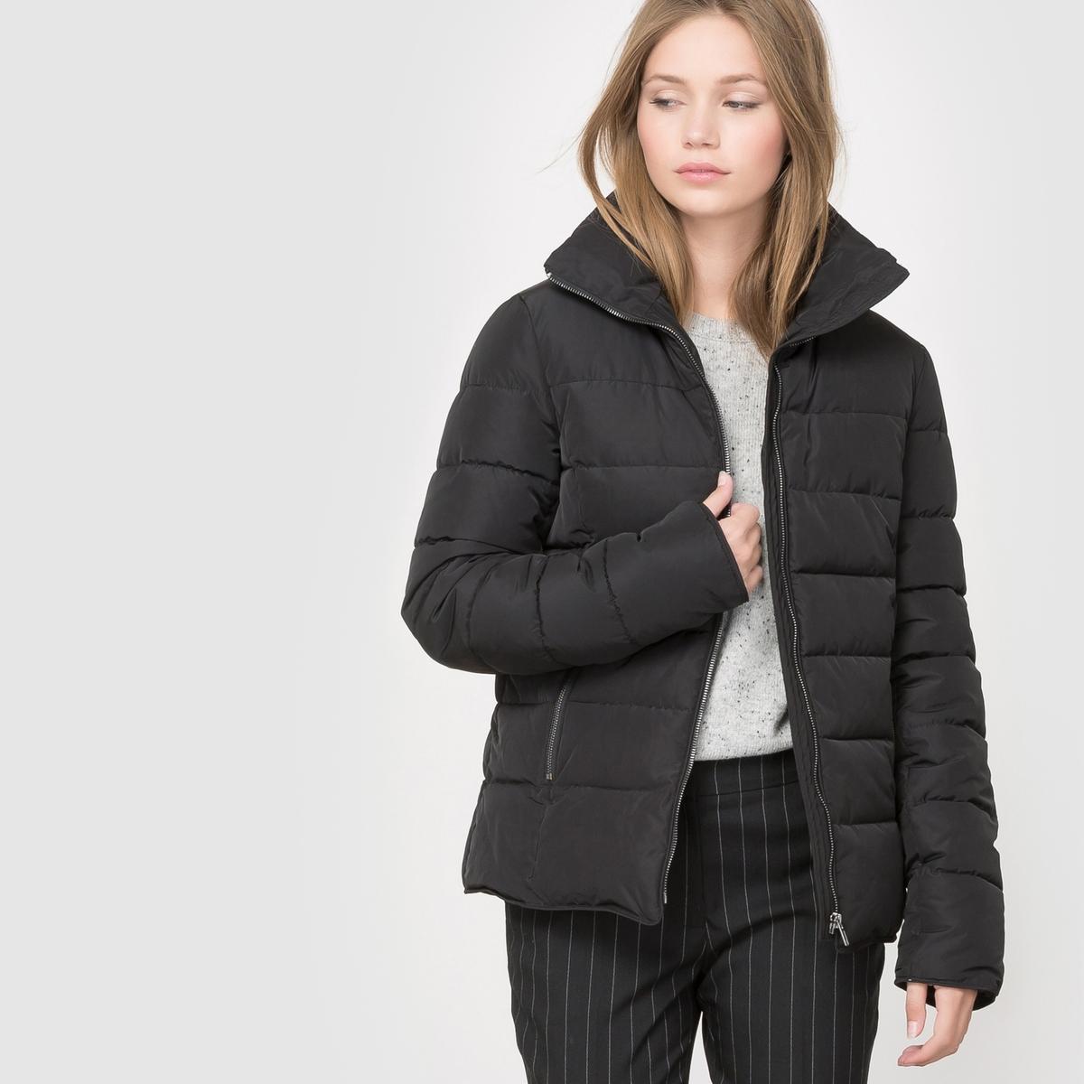 Куртка стеганая короткаяСостав и описаниеМарка: R Essentiel.Материал: 100% полиамидаДлина: ?УходНе стирать в водеНе гладитьТолько сухая чистка.<br><br>Цвет: черный