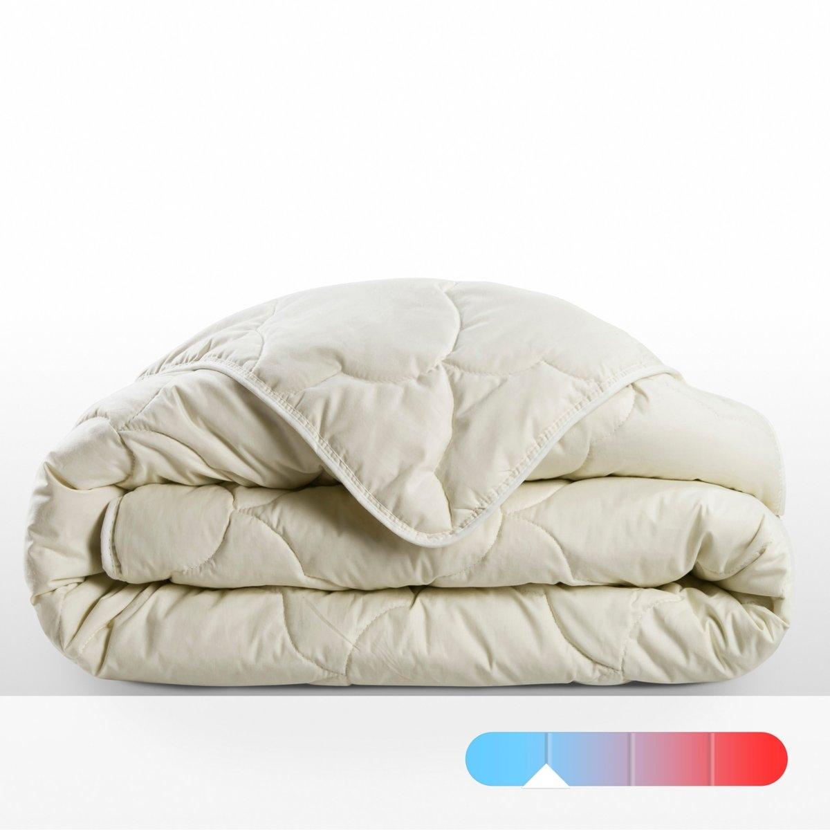 Одеяло летнееНатуральное, экологически чистое ле одеяло, 250 г/м?, легкое и прохладное.Наполнитель из экологически чистого льна абсорбирует до 35% влаги и гарантирует вам комфортный и живительный сон.Специальный экологически чистый летний наполнитель: 60 % льна и 40 % шелка.Верх: из 100% хлопковой ткани. Отделка кантом. Простегано облаками. Стирка при 30°.Идеально для лета.Сертификат OEKO- TEX<br><br>Цвет: экрю<br>Размер: 140 x 200  см