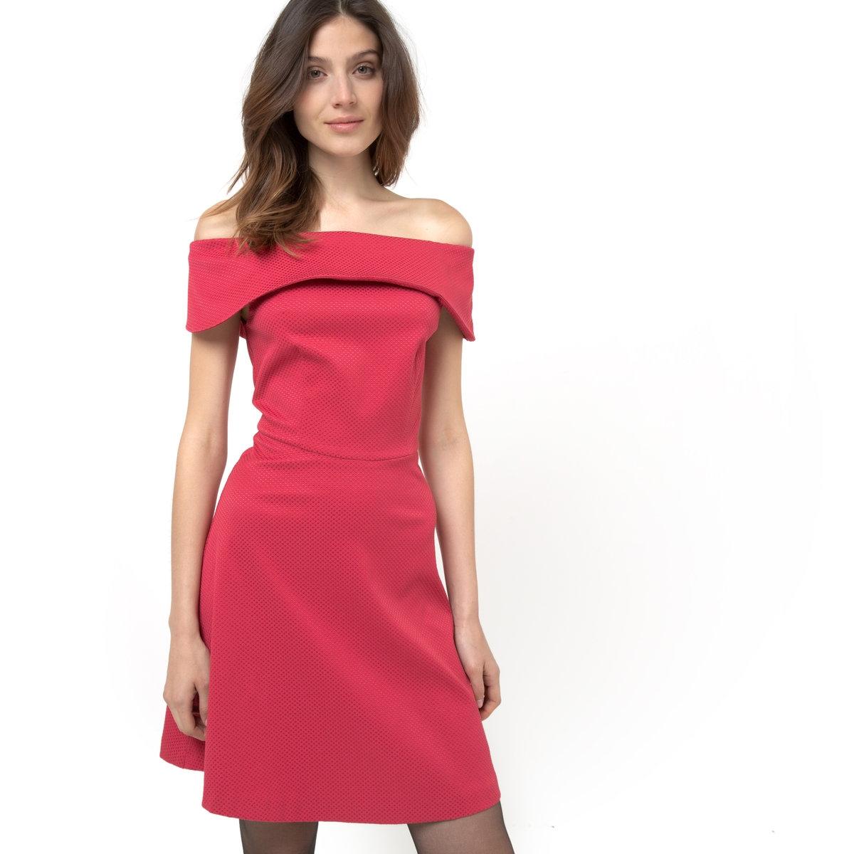 Платье-бюстье из атласа с вырезом-бандо