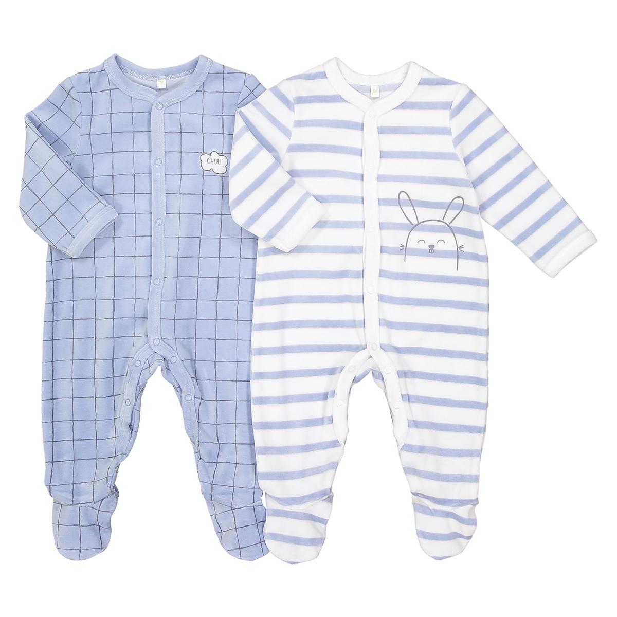 Комплект из 2 пижам с рисунком кролик, 0 мес. - 2 годаОписание:Комплект из 2 пижам. 2 красивые пижамы нежных цветов: 1 пижама в клетку, 1 пижама в полоску.Детали •  Комплект из 2 пижам с длинными рукавами и брючинами. •  1 пижама в полоску белого и синего цвета с набивным рисунком кролик.    •  1 пижама в полоску и мелкую клетку синего цвета с набивным рисунком.  •  Носки с противоскользящими элементами для размеров от 12 месяцев  (74 см).  •  Застежка на кнопки спереди. •  Круглый вырез.Состав и уход •  Материал : 75% хлопка, 25% полиэстера. •  Стирать при температуре 30° в деликатном режиме с вещами схожих цветов. •  Стирать и гладить с изнанки при низкой температуре. •  Машинная сушка запрещена.<br><br>Цвет: в полоску синий + белый