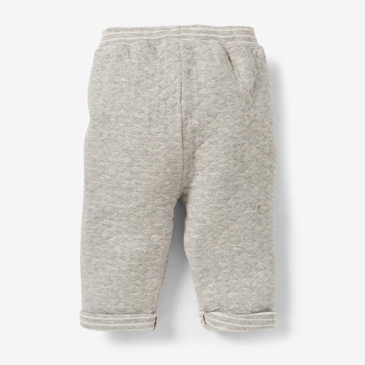 Спортивные брюки, 0 месяцев-2 годаСпортивные брюки из фантазийного мольтона, 85% хлопка, 15% полиэстера. Идеальны для вашего маленького непоседы, не сковывают в движении. Эластичный пояс с завязками. 2 ложных кармана спереди . Низ брючин с отворотами.<br><br>Цвет: белый/серый меланж<br>Размер: 0 мес. - 50 см.1 мес. - 54 см.3 мес. - 60 см.6 мес. - 67 см.1 год - 74 см.18 мес. - 81 см