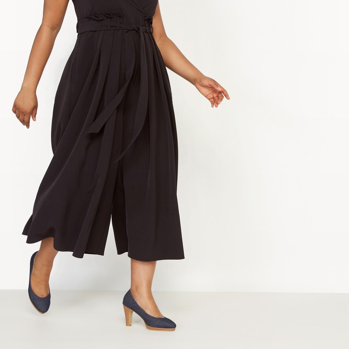Комбинезон с брюками без рукавовСостав и описание :Материал : струящаяся ткань,88% полиэстера, 12% эластана.Длина по внутр.шву 53 см, ширина по низу 67 см.Марка : CASTALUNAУход : Машинная стирка при 30 °С.<br><br>Цвет: черный